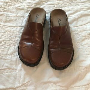 Clarks Brown Leather Slip-on Mules/Clogs, Sz 7M!.